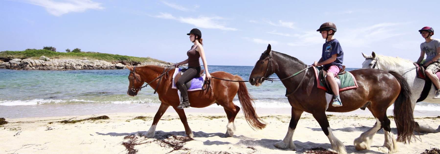 scilly-st-marys-horse-riders-beach