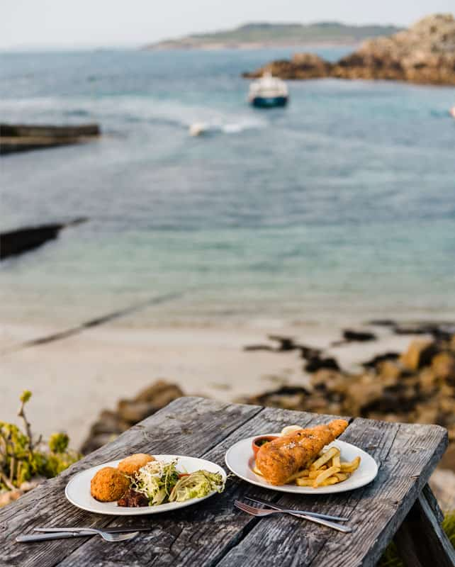 Al fresco dining at the Turk's Head on St. Agnes, Isles of Scilly
